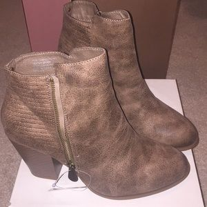 Daisy Fuentes-Cathie Boots
